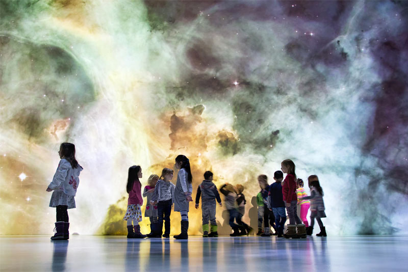 Kinder im Ars Electronica Deep Space c Ars Electronica Christopher Sonnleitner